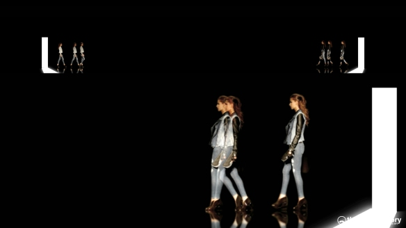 GUESS 3D HOLOGRAPHIC FASHION SHOW RUNAWAY 2014_05264