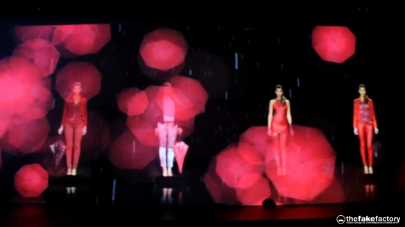 GUESS 3D HOLOGRAPHIC FASHION SHOW RUNAWAY 2014_08186