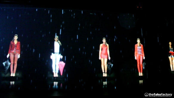 GUESS 3D HOLOGRAPHIC FASHION SHOW RUNAWAY 2014_08206